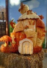 Pumpkin-Carving-of-Hanuted-House-for-Milwaukee-zoo