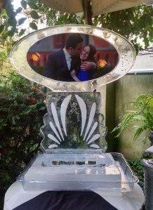 Wedding-Ice-Sulpture-with-couple-photo