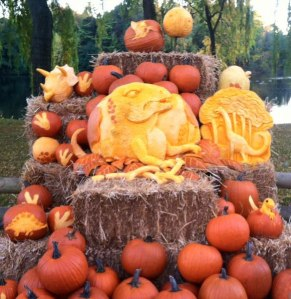 Pumpkin-Carving-Large-Display-of-Dinosaurs
