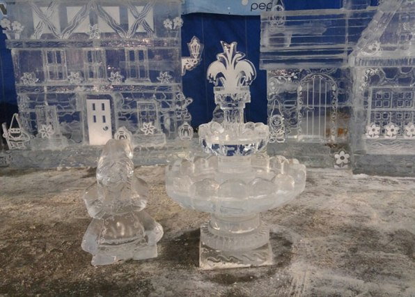 Ice-Sculpture-Gnome-and-Fountain-Zehnder's-Snowfest