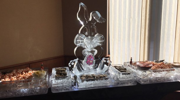Easter-Ice-Sculpture-Food-Display-Bunny-with-Egg
