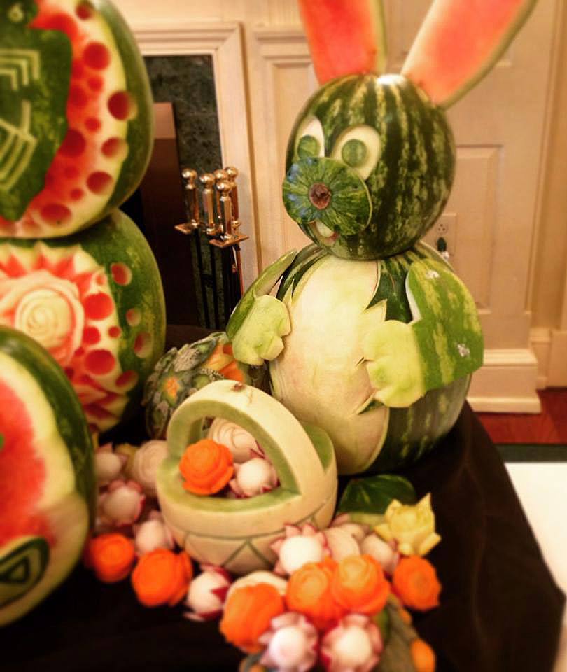 Fruit-Sculpture-Bunny-and-Basket